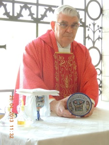 Chaplain Fr Paul Hart displays iconic mosaic paten